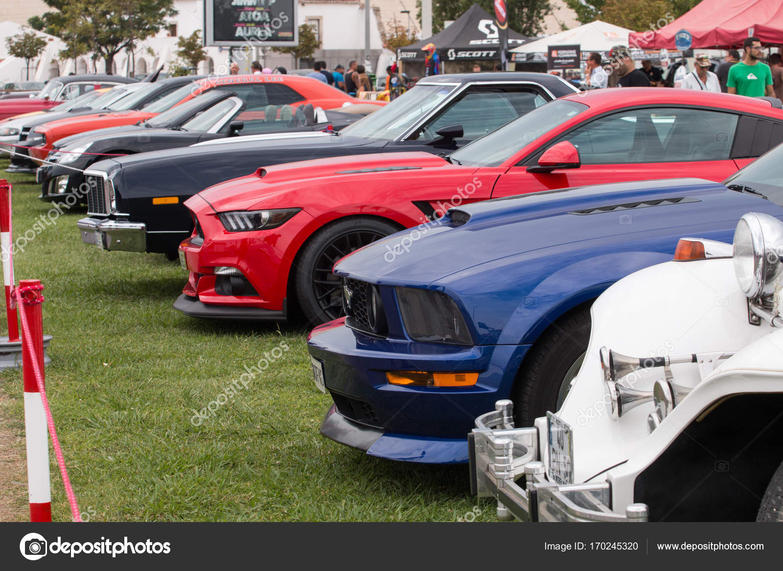 Classic cars on a show – Stock Editorial Photo © membio #170245320