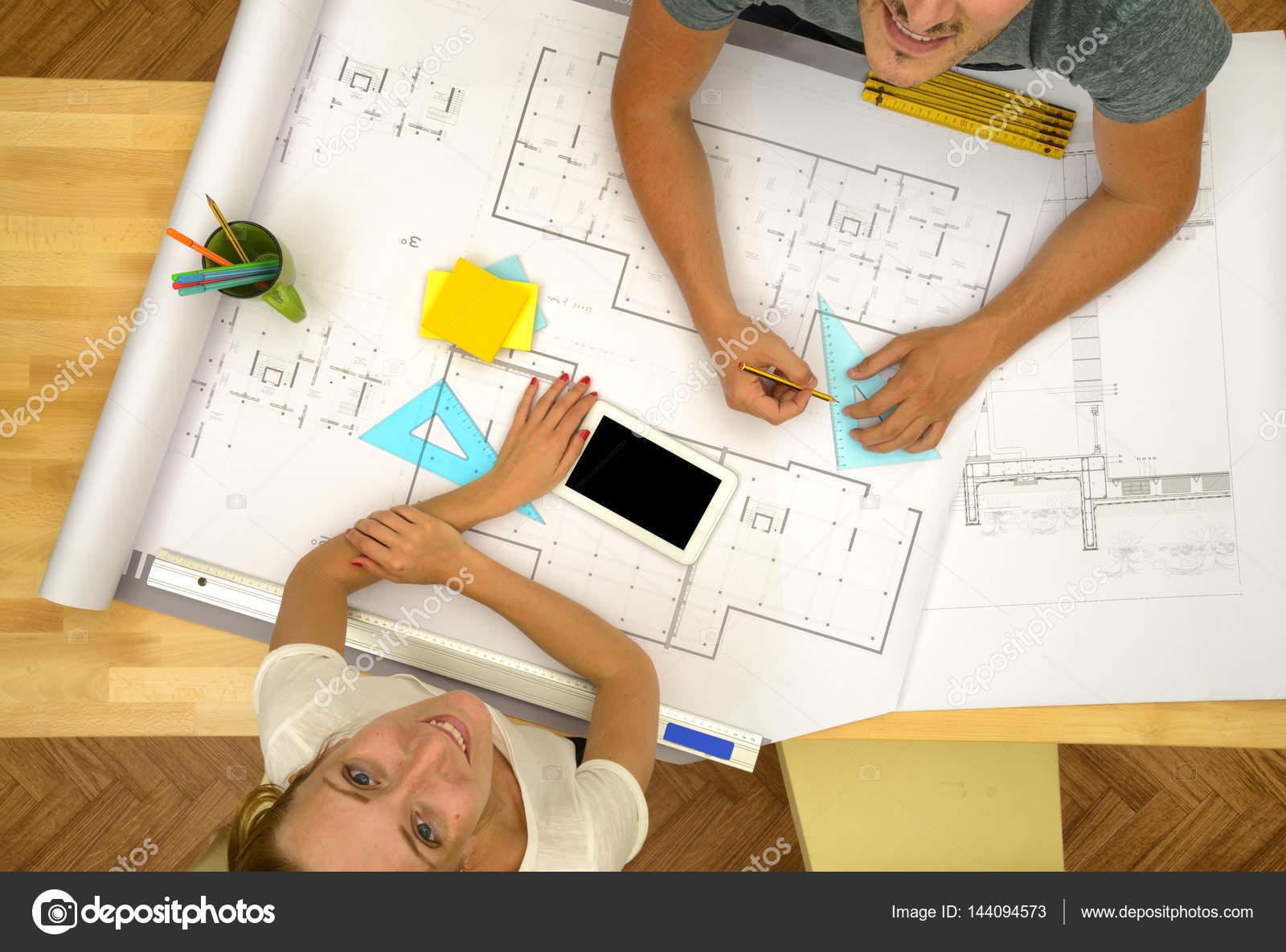 Architekten arbeiten hohe Winkel Projektansicht — Stockfoto © katy89 ...