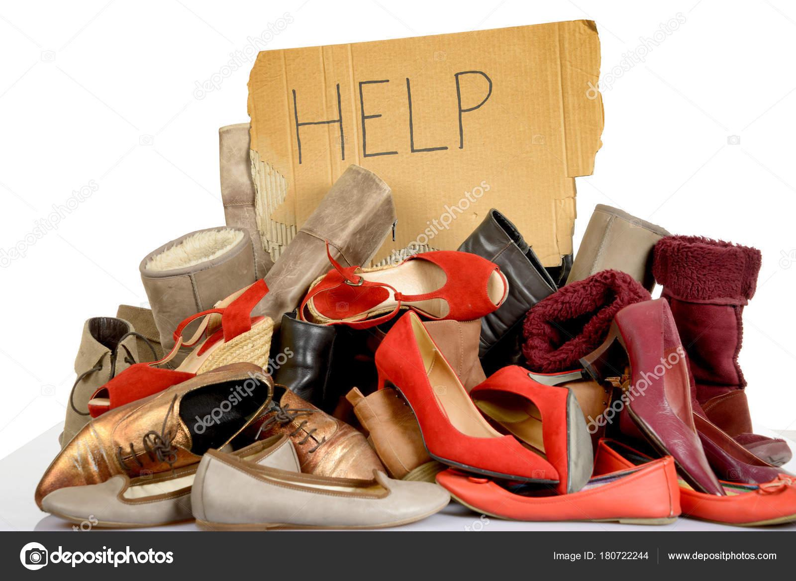 5d12ae8a Ayudar a muestra de zapatos de mujer de segunda mano y botas– imagen de  stock