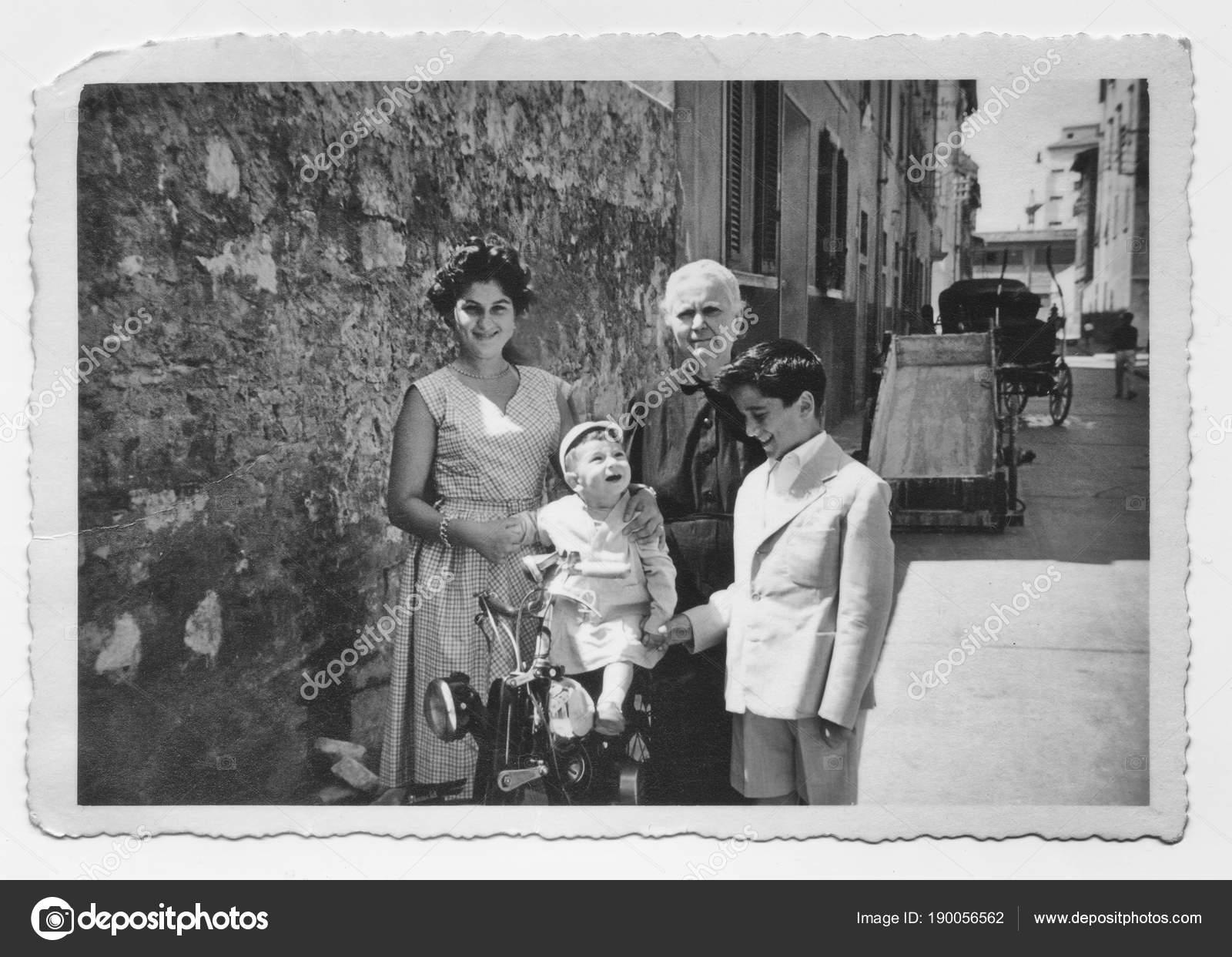 Старая Бабушка Внуком 1952 Году Тоскана Италия — стоковое фото