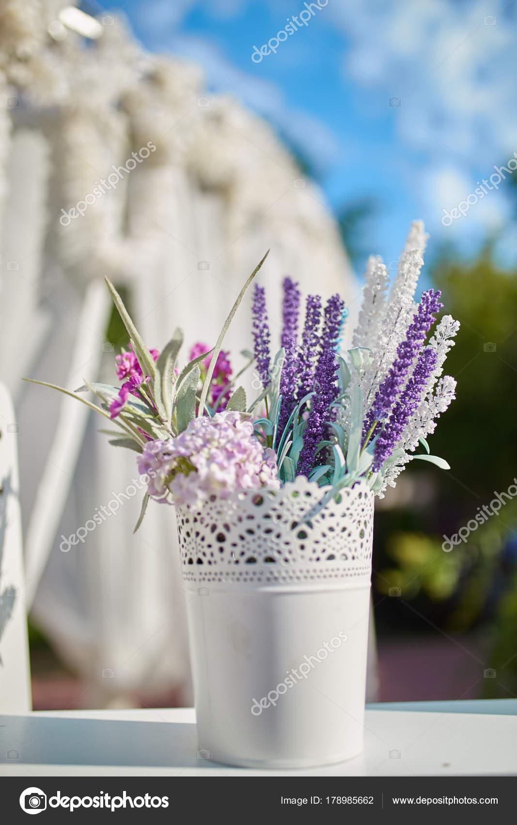 pot fleurs suspendu chaise pour mariage photographie. Black Bedroom Furniture Sets. Home Design Ideas