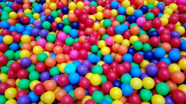 Színes golyók (labda, medence, park)