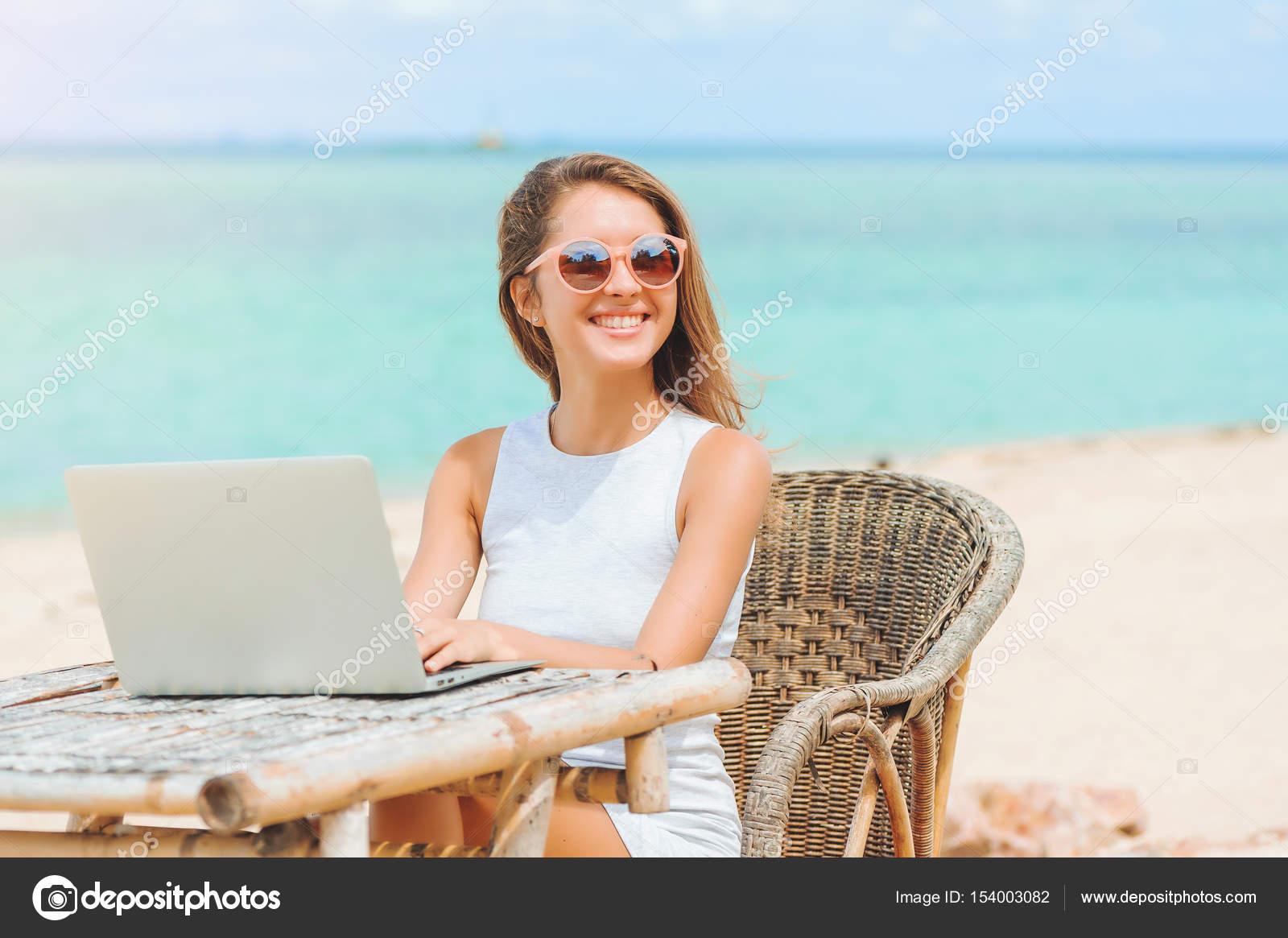 Загораем на пляже видео онлайн смотреть