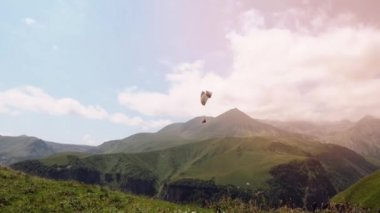 4K Paragliders fly over amazing mountain range