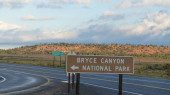 At a road in Utah there is a sign to Bryce Canyon National Park.