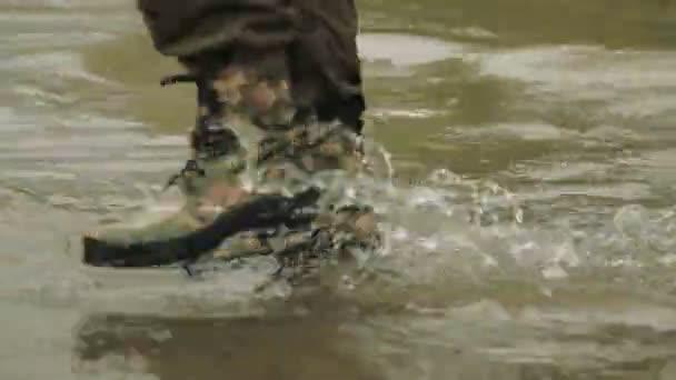 A vadász megy a hadsereg csizma