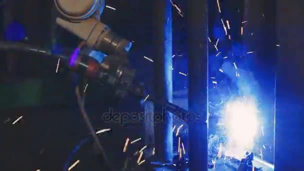Továrna na svařování. Průmyslový Robot arm. Detail