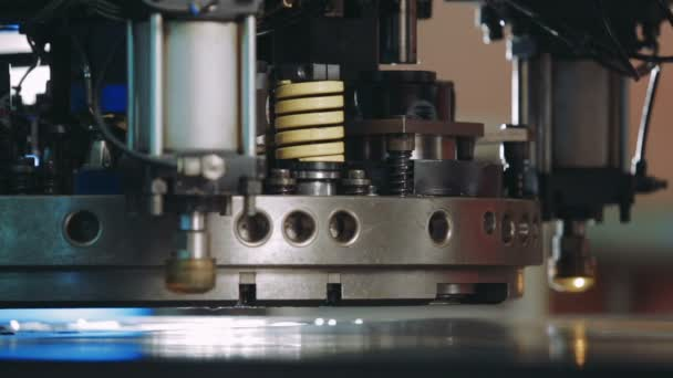 CNC gép termel fém részleteket a gyár. Közeli kép: