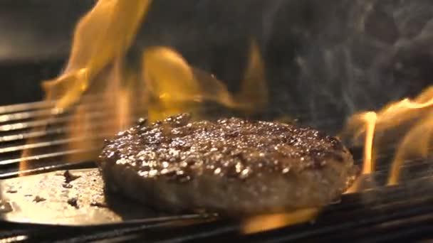 Finom szelet húst a grill-grill