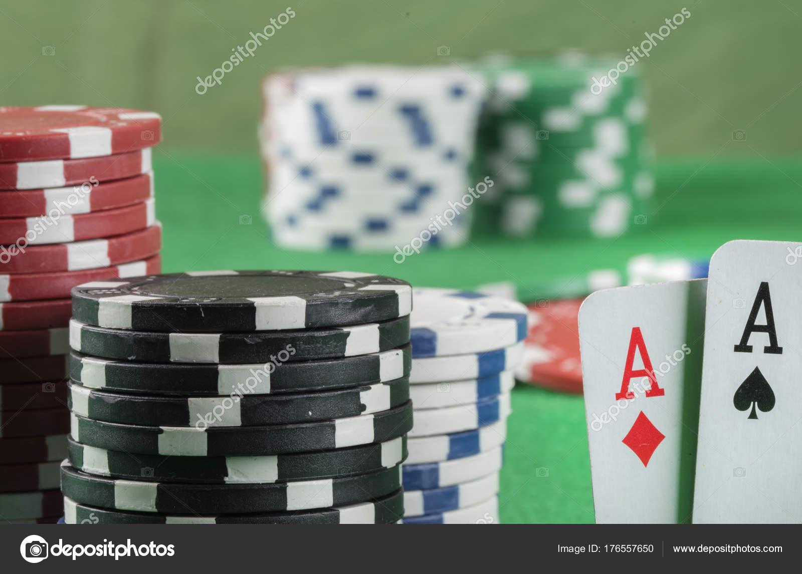 Онлайн казино покері