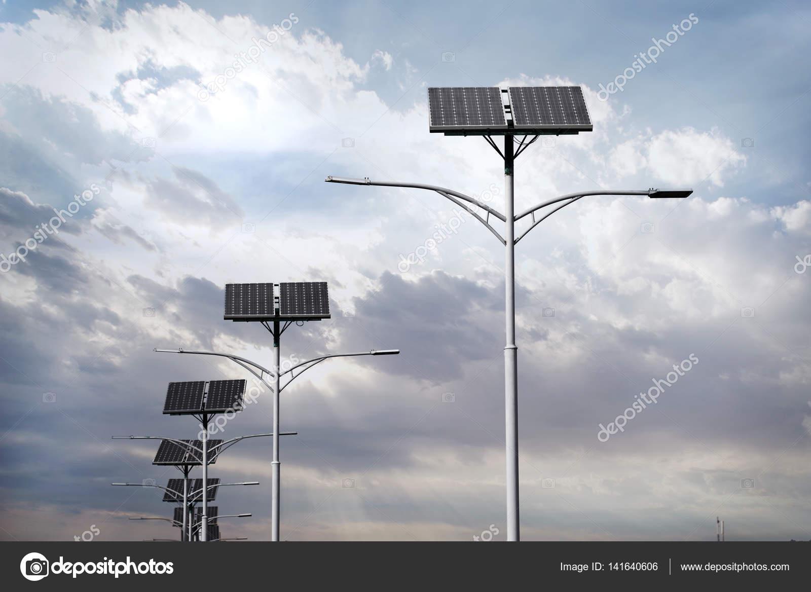 Pannelli solari utilizzati per l illuminazione stradale u foto