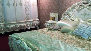 Strand Inrichting Slaapkamer : Elegante slaapkamer in stijlvolle strand huis u stockvideo