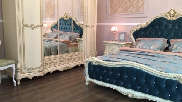 Slaapkamer inrichting is mooi en duur — Stockvideo © Liebewil #135291020