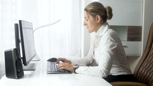 Ufficio K : Filmati di k di giovane donna di affari elegante seduto in