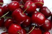 bogyók csendélet, bogyók, egy csomó, egy marék bogyós gyümölcsök, piros bogyók