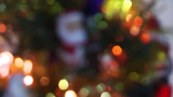 Santa Claus v vánočního stromu