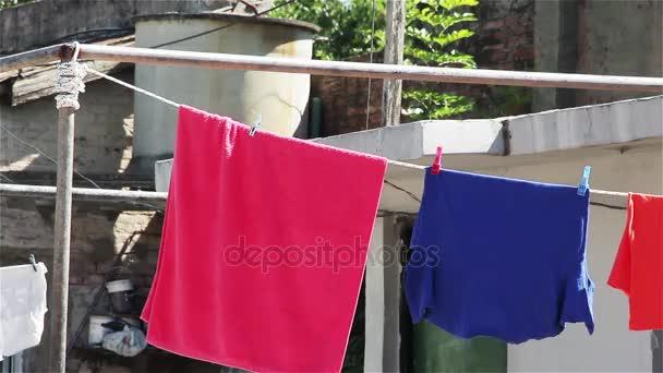 Sušení prádla visí venku