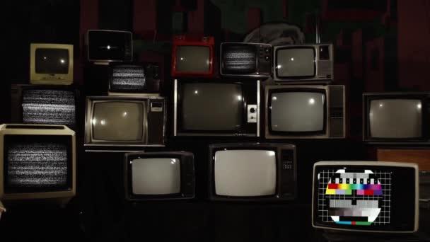 Vintage színes bárok és retro TV-k. Közelíts rá!.