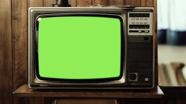 Régi TV Set zöld képernyős felrobban. Kicserélheti a zöld képernyőt a felvételre vagy képre, amit akar. Meg tudod csinálni a Keying hatás After Effects vagy bármely más videó szerkesztő szoftver (nézd meg útmutatók a YouTube-on).