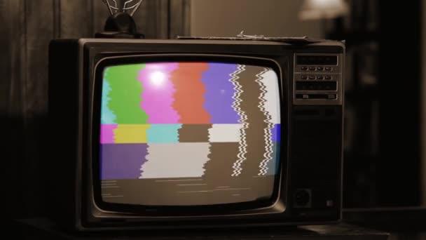 Retro TV statikus zaj- és színsávokkal. Sepia Tone vagyok. Közelíts rá!.
