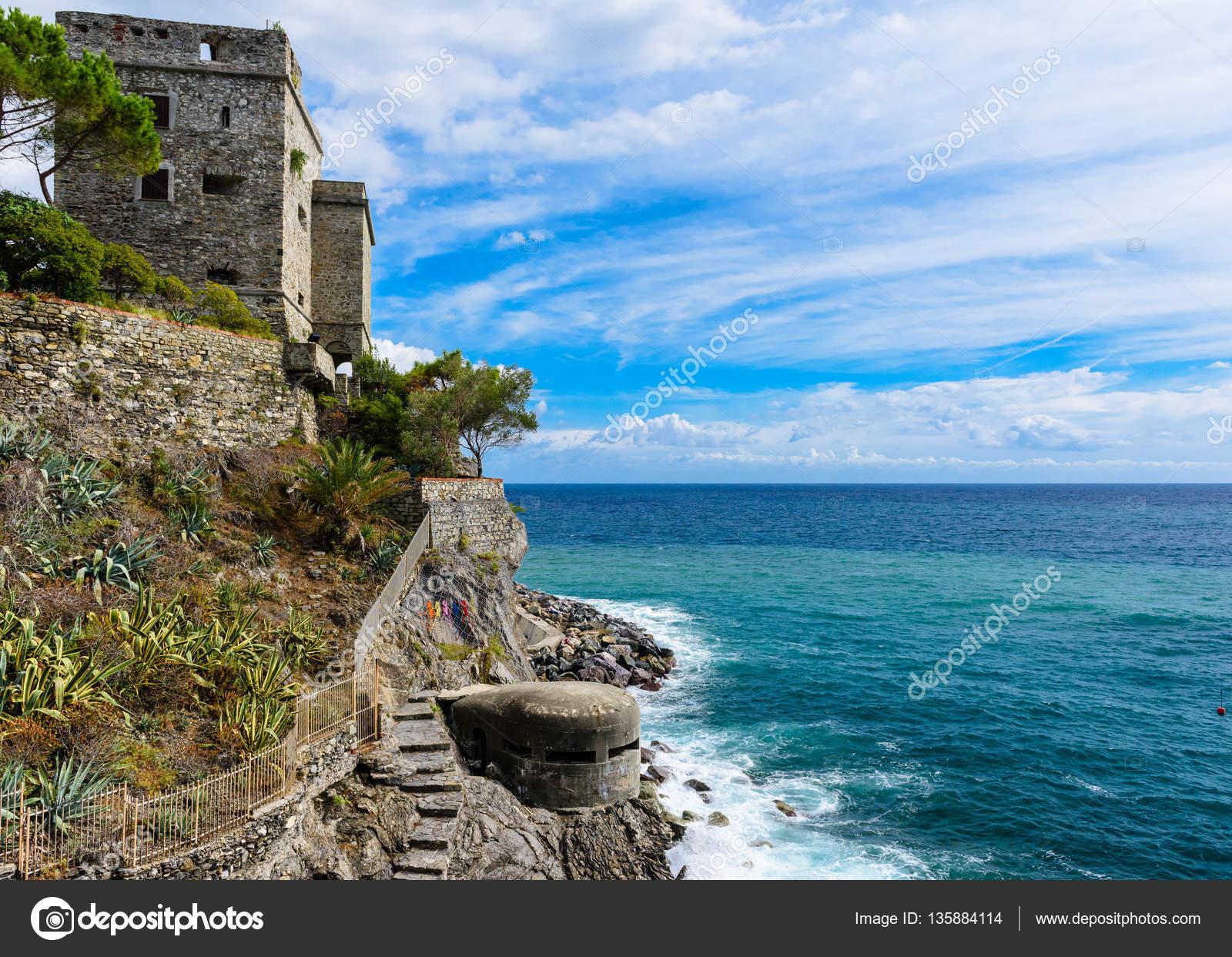 que suis -je et où? - ajonc- 25 mars bravo Jovany Depositphotos_135884114-stock-photo-dawn-tower-overlooking-the-sea