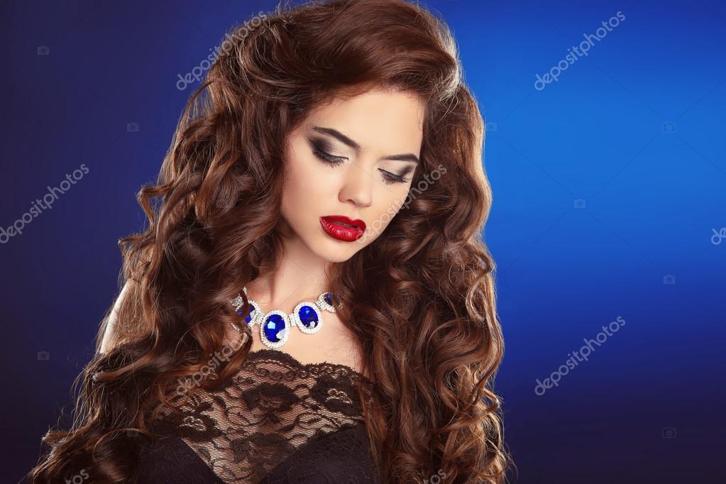 Скачать красивых девушек брюнеток с кудрявыми волосами