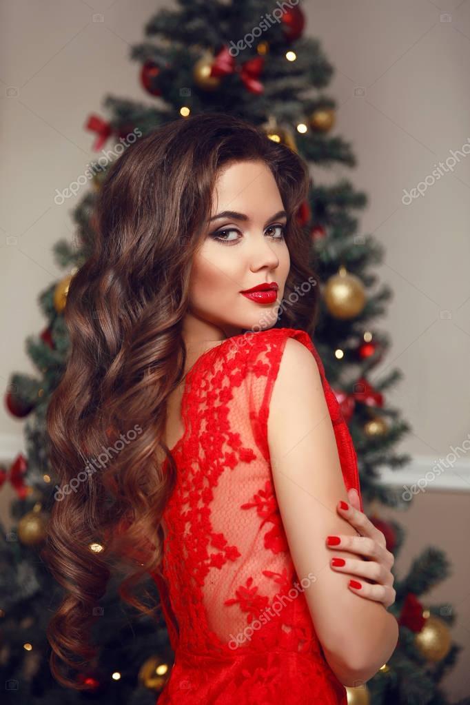 Pelo Rizado Joven Hermosa Morena Sonriente Mujer Modelo Maquillaje
