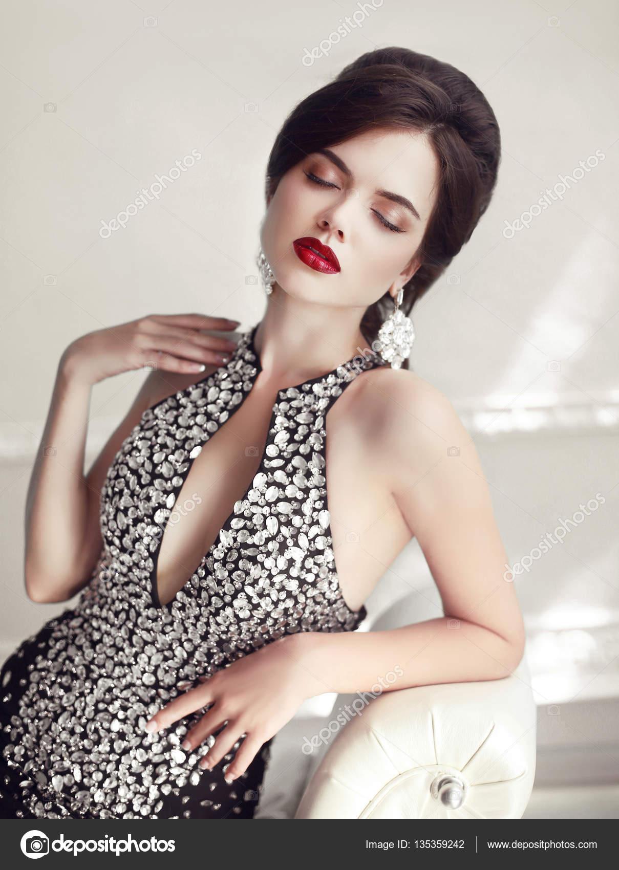 Joyeria De La Manera Elegante Retrato De Belleza De Mujer Peinado