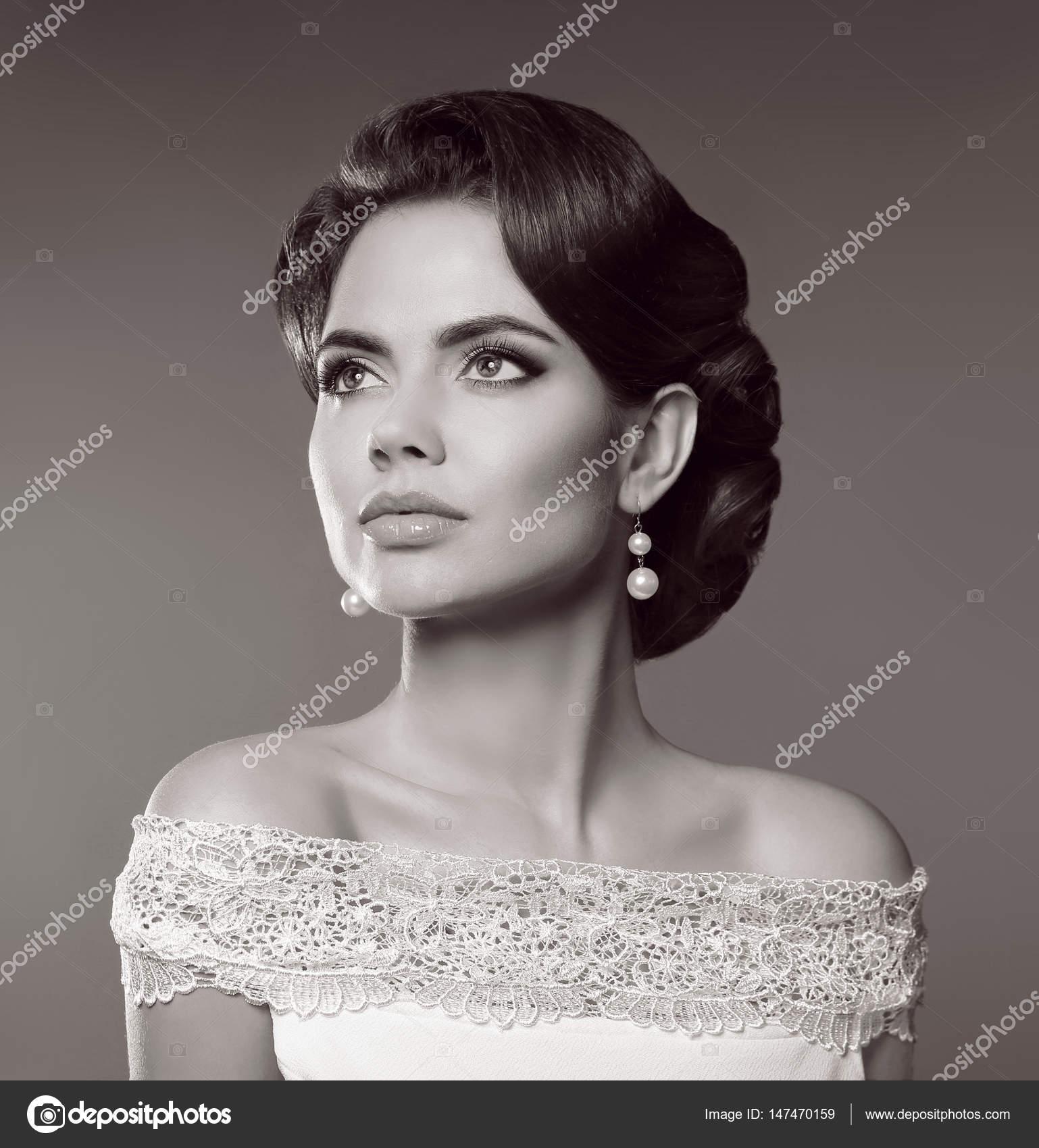 Beauté mode femme vintage portrait. Dame rétro avec hairstyl \u2014 Photo