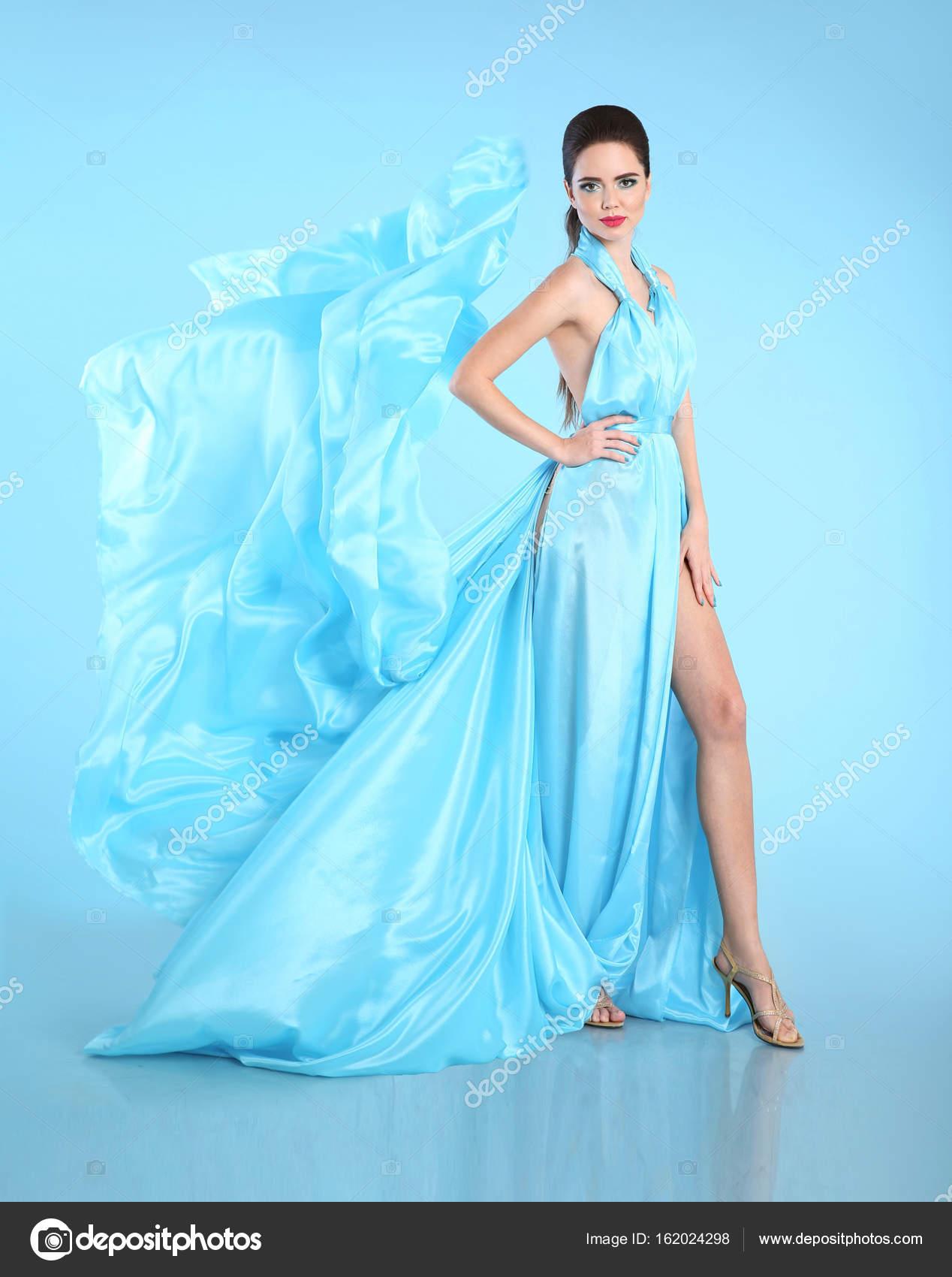 Vestidos azul turquesa en morenas