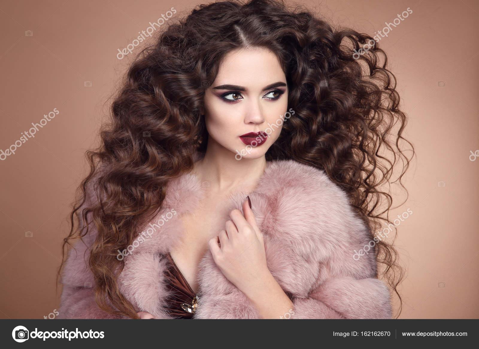 Kadın güzelliği ve saçlar