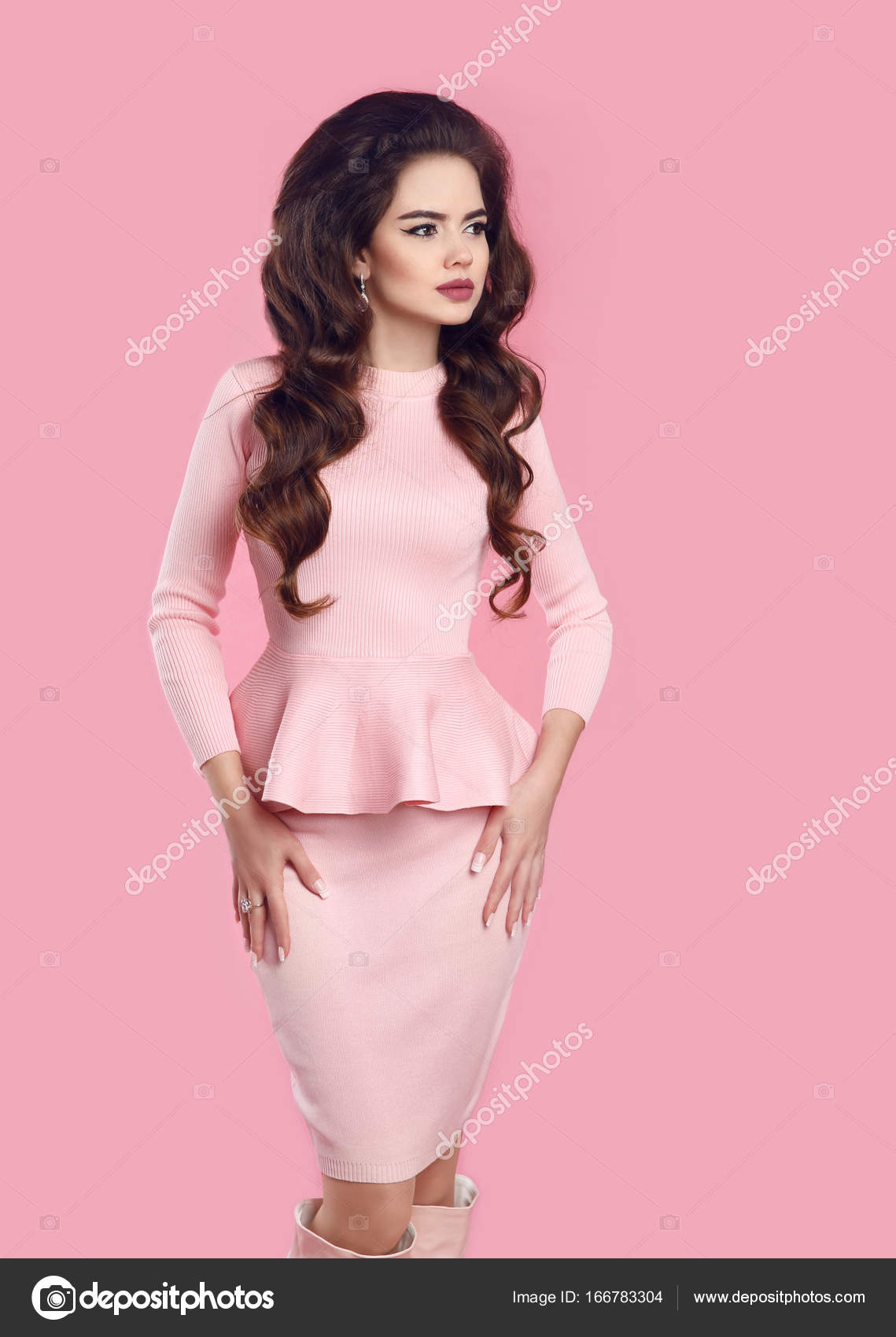 Estilo de las mujeres de moda. Bella dama elegante sexy en vestido ...