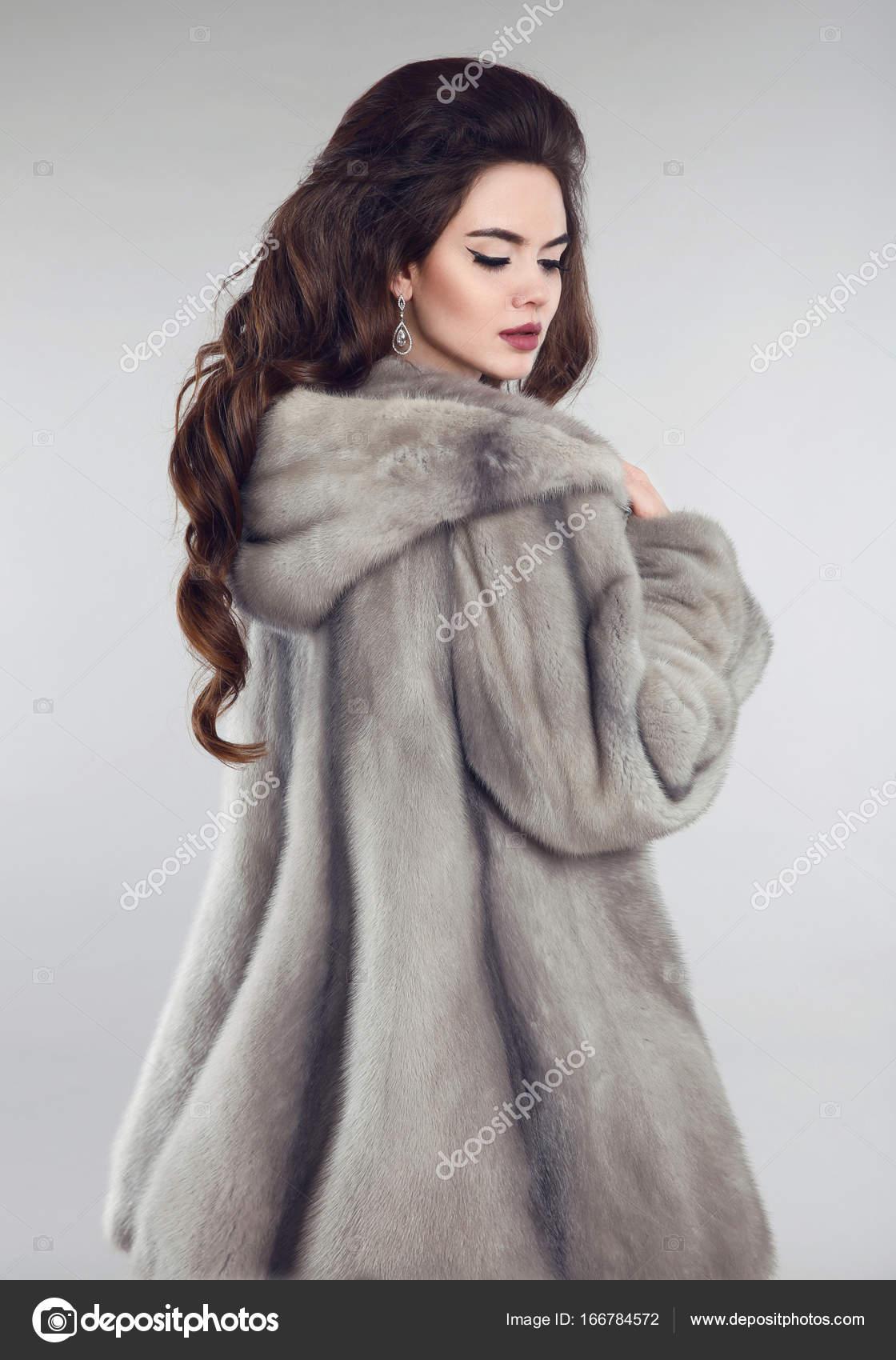 Visón Sobre Piel Estudio De Moda Mujer Abrigo Gris Fondo En CwaXqFO
