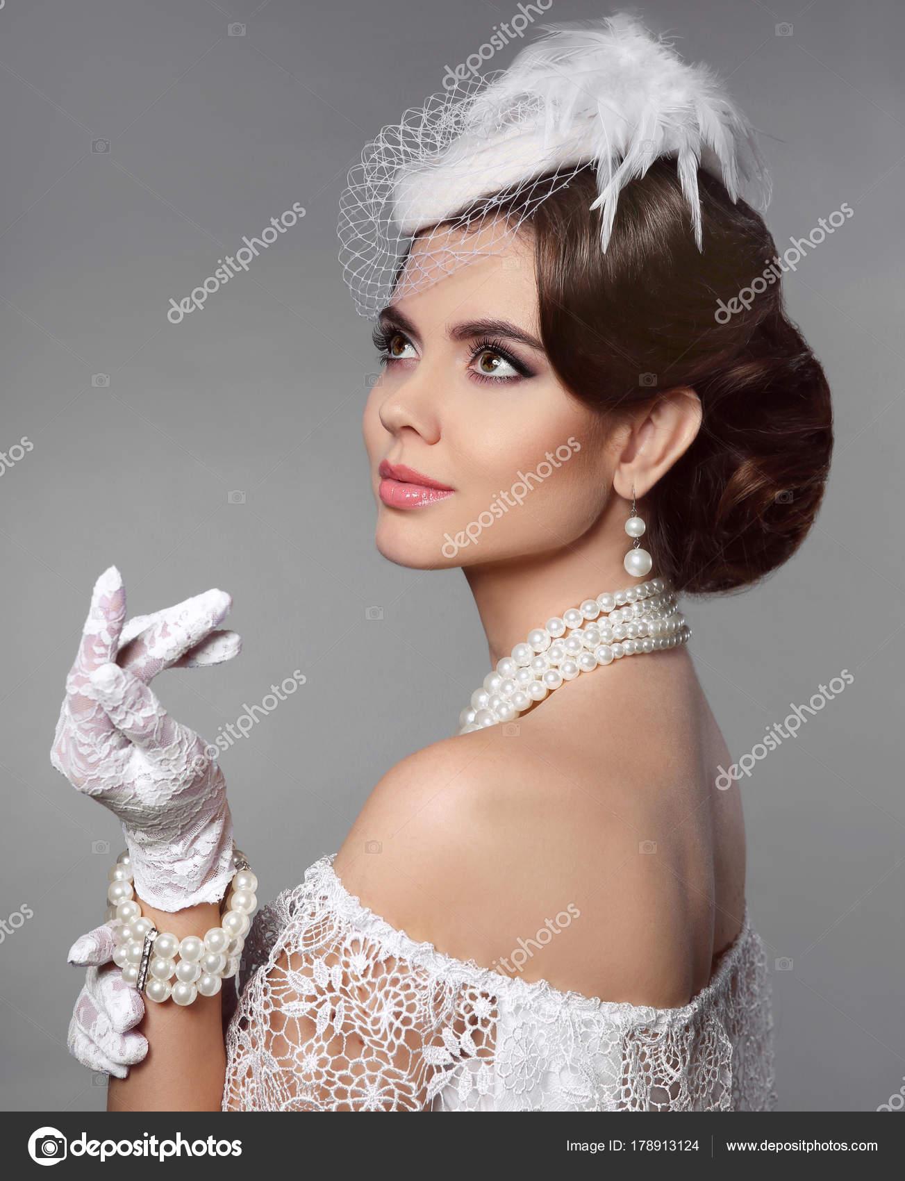 Peinados Retros Para Mujer Retrato De Mujer Retro Elegante Senora