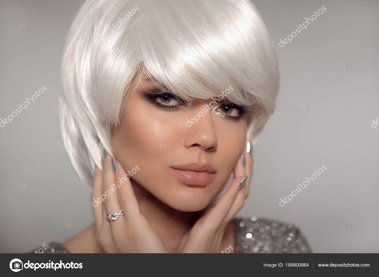 Moda Sexy Blond Z Bob Krótkie Fryzury I Manicure Paznokci Po