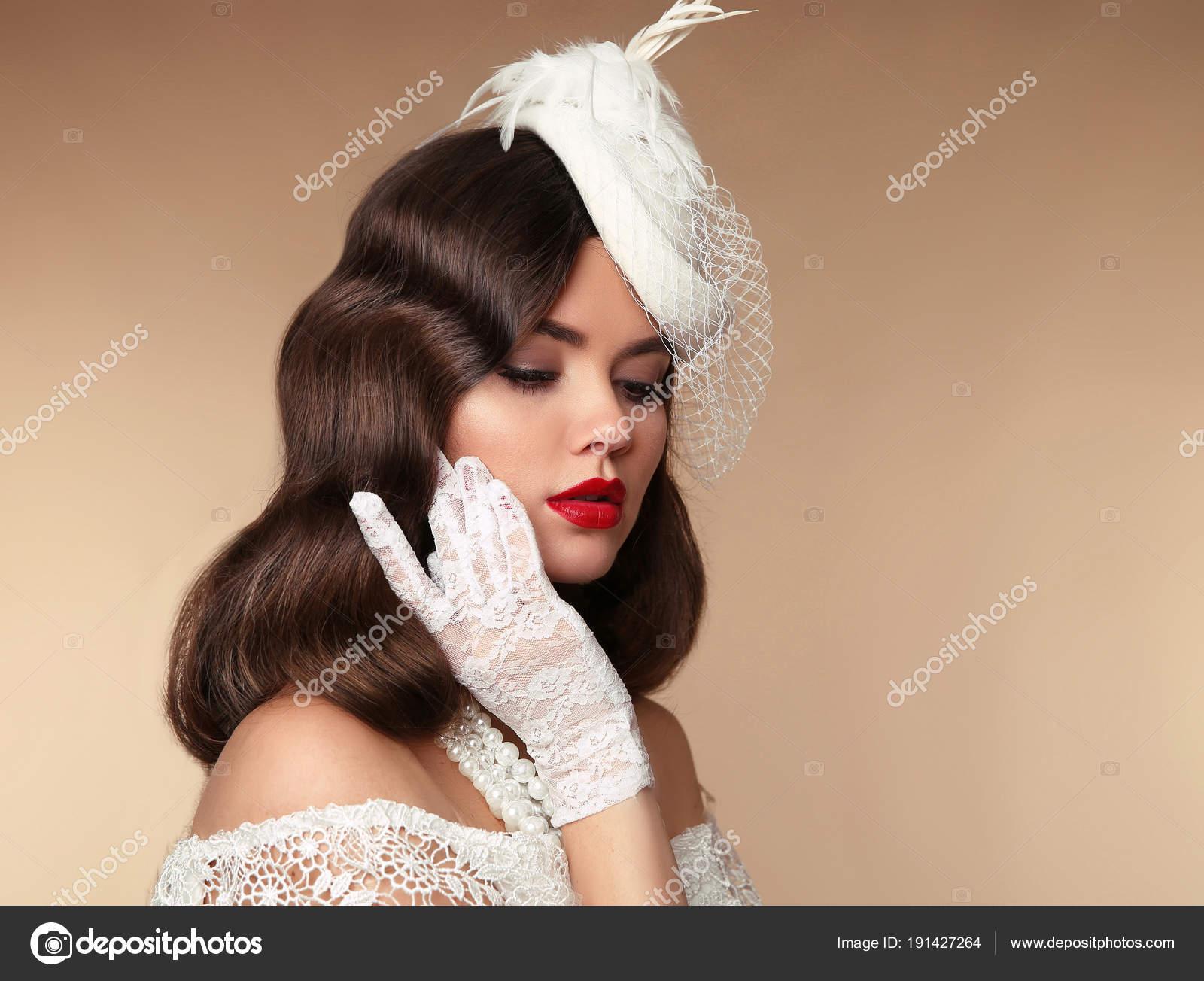 Retrato De Mujer Elegante Sombrero Retro Pin Up Girl Luce En Perlas