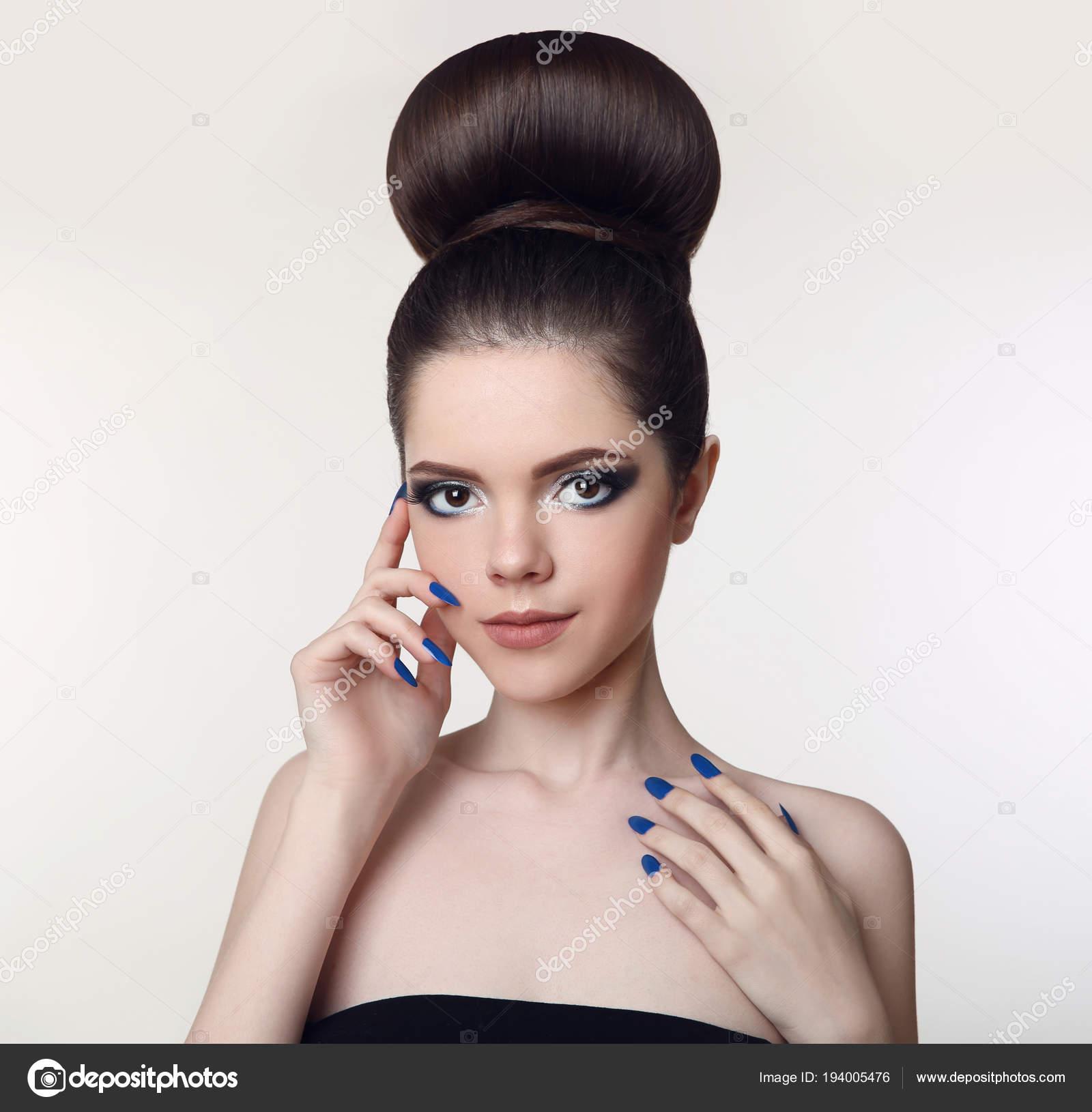 Güzellik Makyaj Kız Topuz Saç Modeli Mat Ruj Manikür Nai Stok