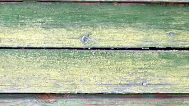 Alte Holzstruktur von grüner Farbe mit abblätternder Vintage-Farbe auf der Oberfläche.