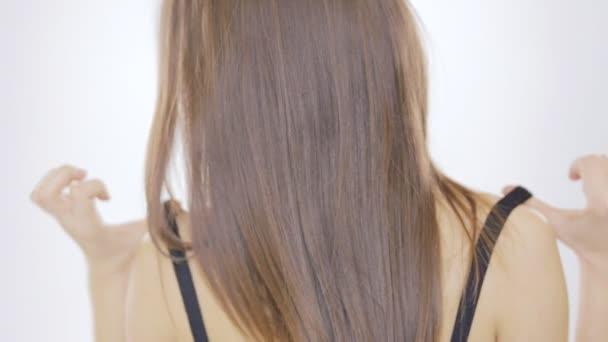 fiatal nő fehér háttér