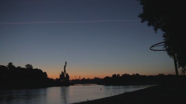 Fluss bei Nacht