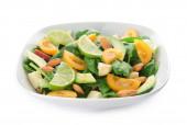 Bowl ízletes saláta fehér alapon