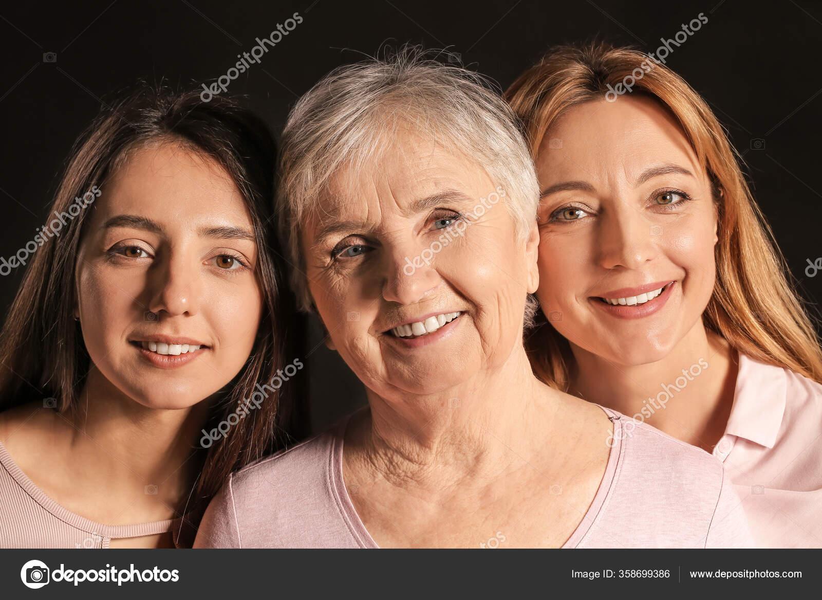 Reife Frau Mit Ihrer Blondinen Tochter