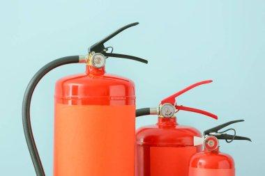 Renk arkaplanında yangın söndürücüleri