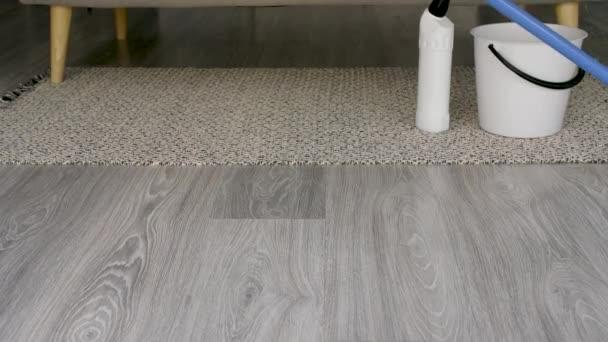 Úklid podlahy doma