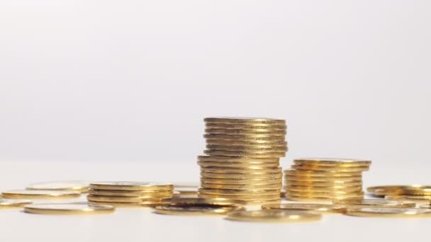 sloupce zlatých mincí
