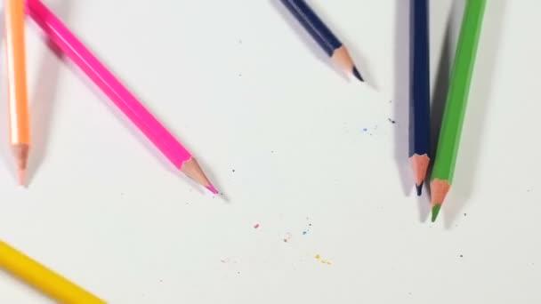 Caída de lápices de colores — Vídeo de stock © computerman #134657028