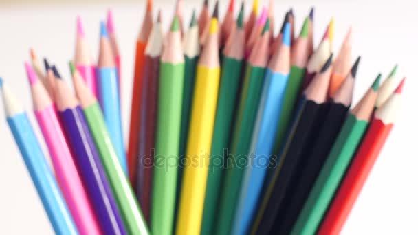 Vytvářejících zásobník barevné tužky