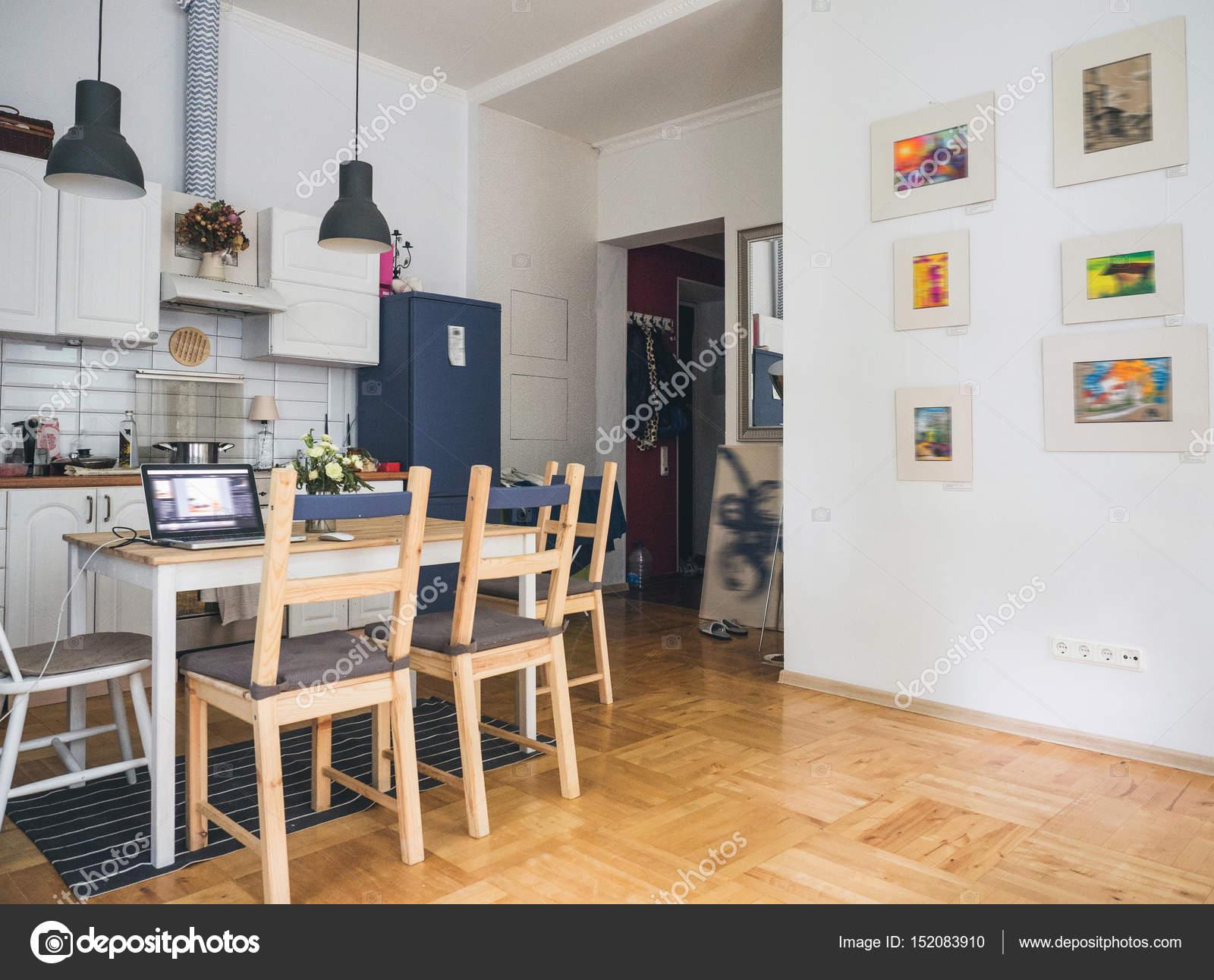 Keuken Interieur Scandinavisch : Scandinavische interieur van een keuken u stockfoto svmelnikoff