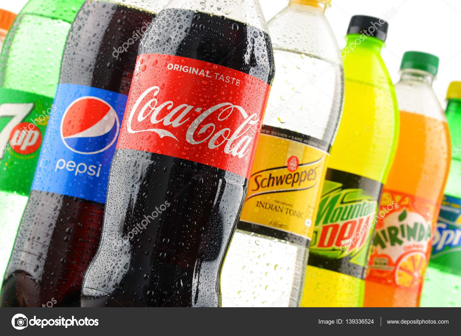 Sortierte globale alkoholfreie Getränke Flaschen — Redaktionelles ...