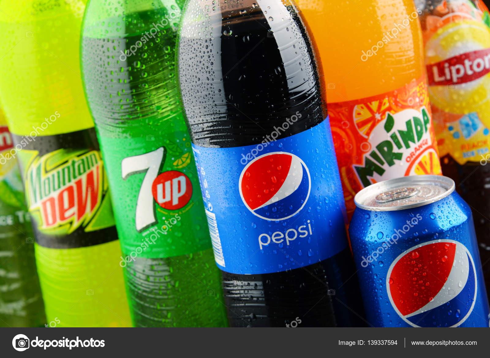 Flaschen von sortierten Pepsico alkoholfreie Getränke ...